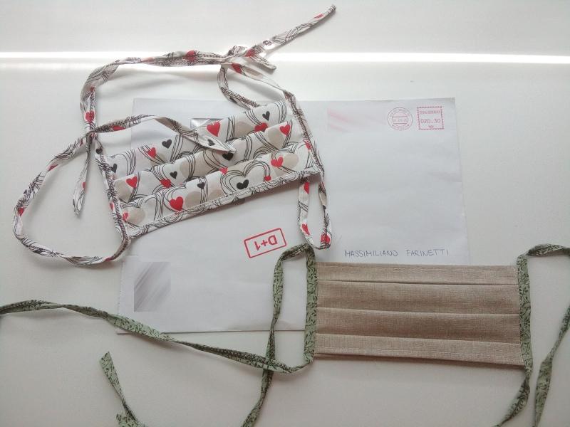 Mascherine ricevute per posta dall'azienda.
